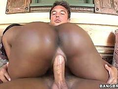 Thick Black Chick With Pink Pussy Lips. Ebony Star